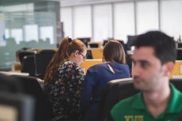 Co to jest pair programming, jak przygotować miejsce pracy i programować w parach efektywnie.