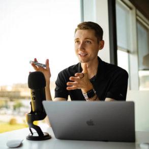 Konsultant IT - co robi, zalety i wady tej roli? Devdebata